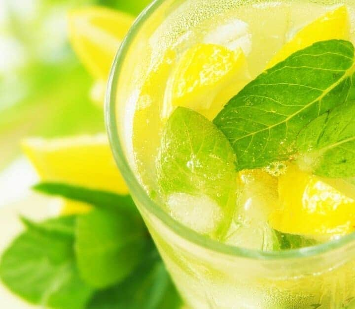 Lemon Water: Health Benefits and Recipes (Ultimate Guide)