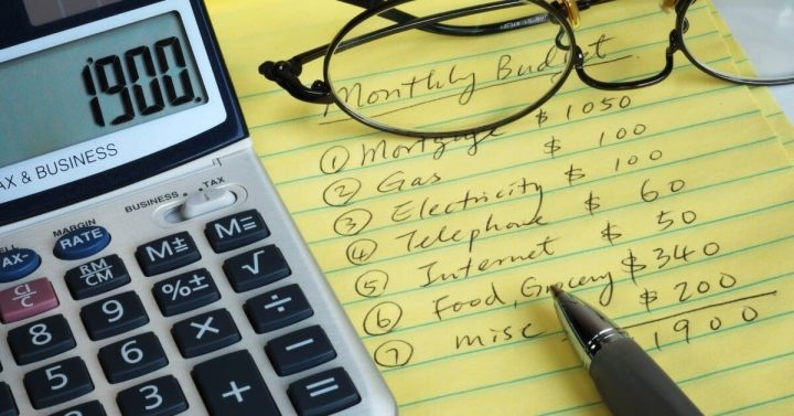How to Budget while Living Paycheck to Paycheck
