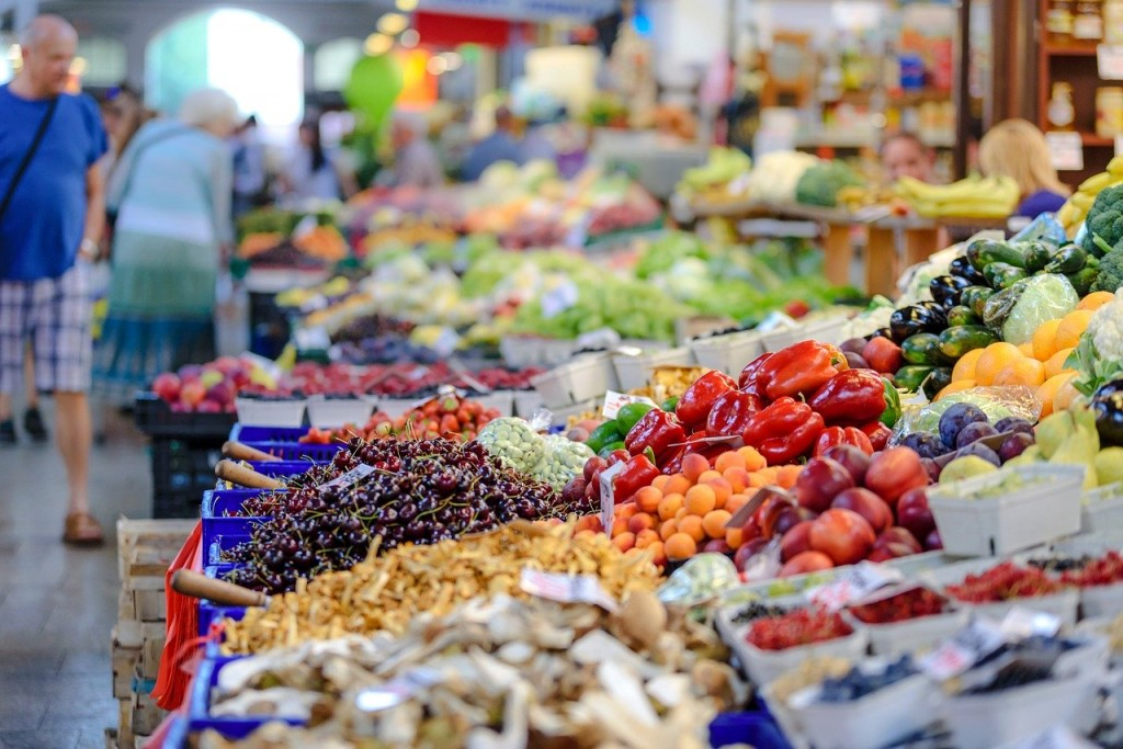Grocery shopping with loose vegetables and fruits
