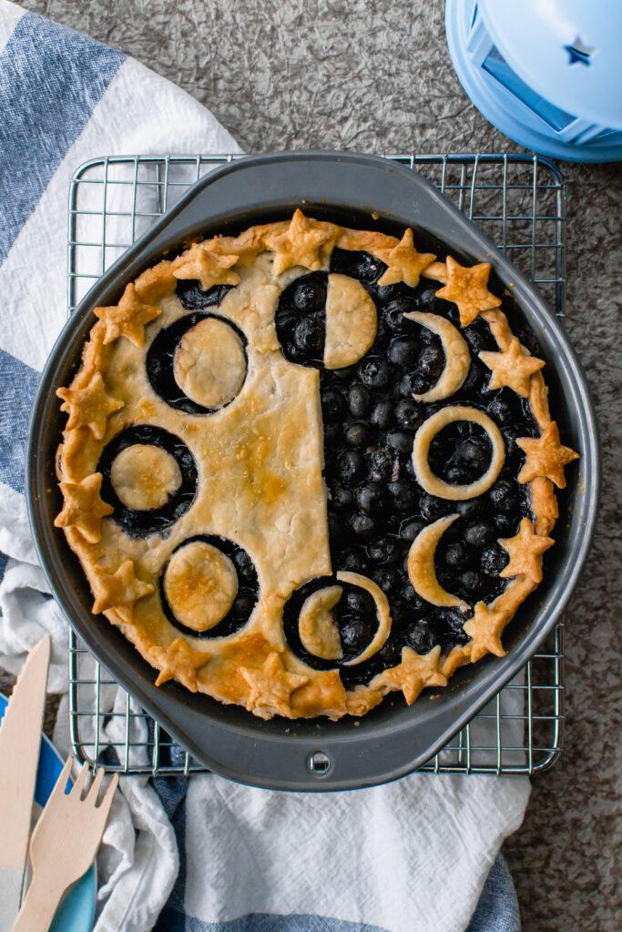 Celestial moon cycle pie